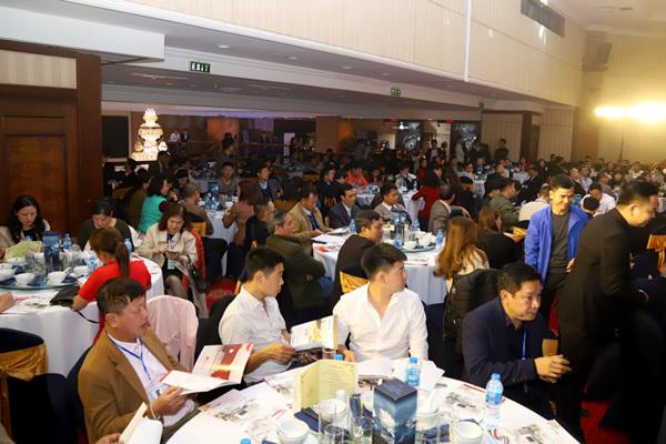 Hơn 200 khách hàng háo hức tham dự sự kiện.